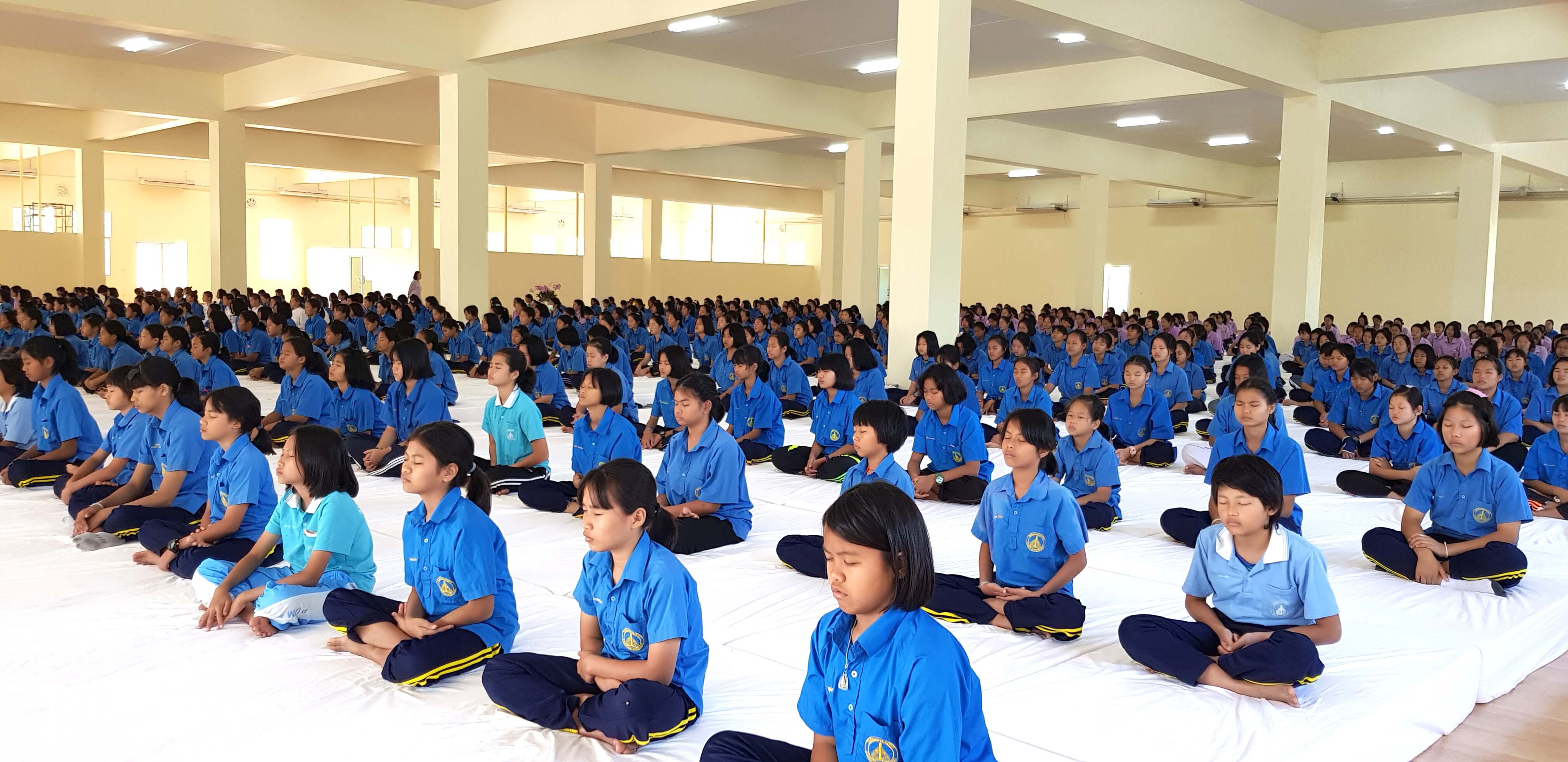 600 students meditate 1 of 6 1